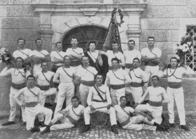 1913-TvMuri-01